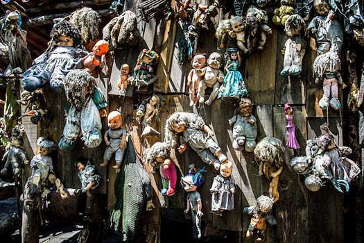 island-of-dolls